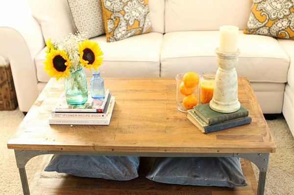 coffee_table_accents_in_living_room