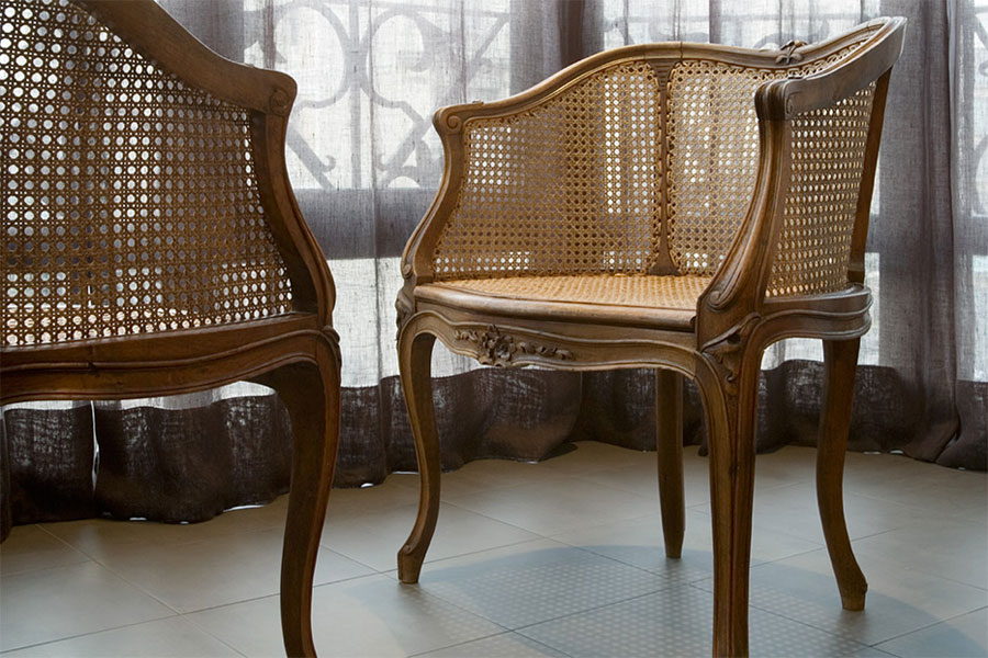 classical furnishings with contemporary peaces