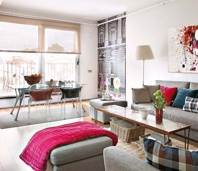 colorful_apartment_living_room_with_bold_accents_750x650