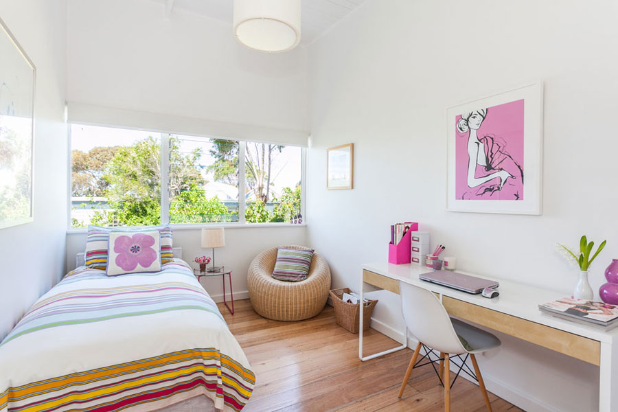 beach house room in white with pink accents