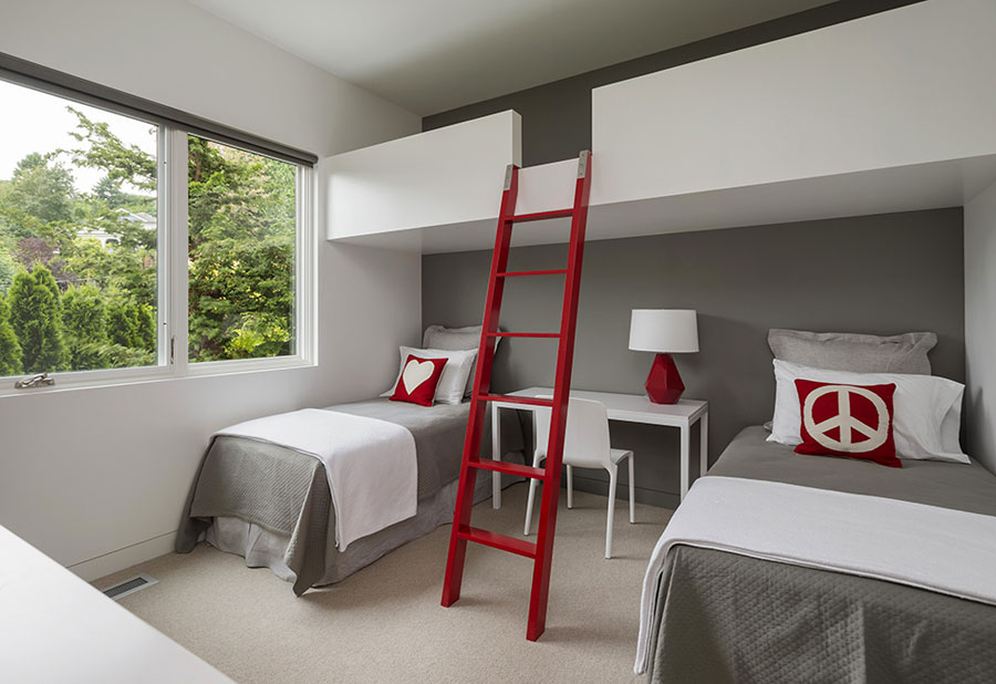 kids room design with red accents for summer house