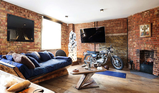 creative-loft-apartment-with-strong-masculine-character-1-900x600