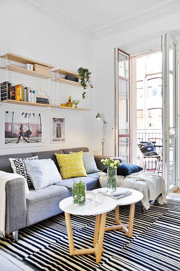 44 cozy and inviting small living room decorating ideas for Tiny apartment living room ideas