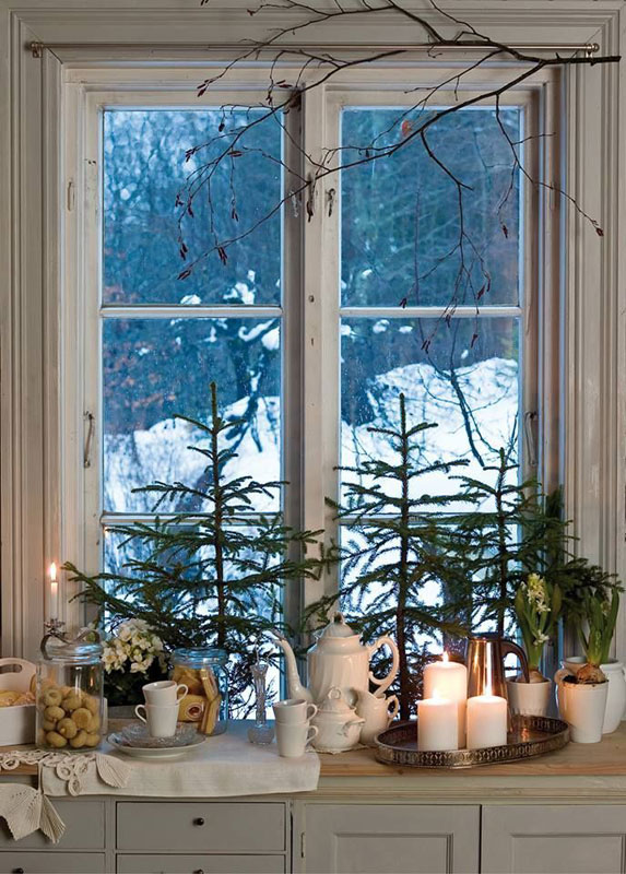 tree with candles windows decoration