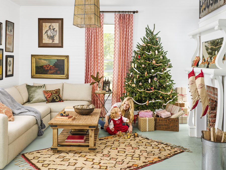 8 beautiful ways to decorate christmas living room - How to decorate living room for christmas ...