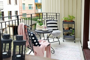 decorating small balcony